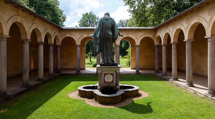 Potsdam Park Sanssouci: Friedenskirche - Innenhof mit Christusstatue