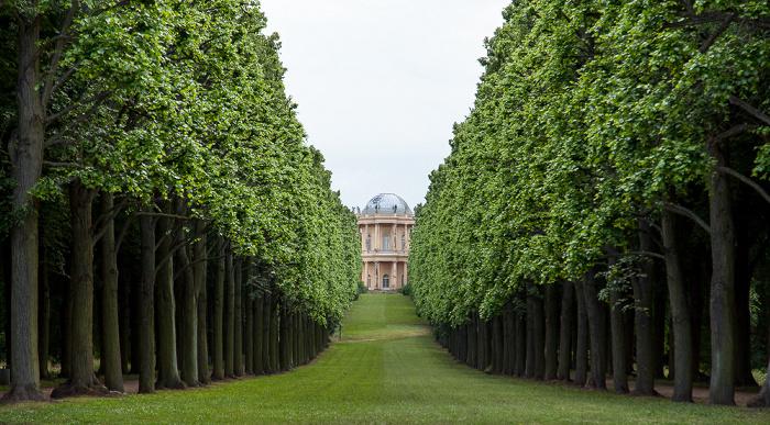 Potsdam Park Sanssouci: Sichtachse vom Orangerieschloss nach Westen zum Belvedere auf dem Klausberg