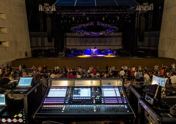 Arena Flegrea: Mischpult und Bühne von Mark Knopfler Neapel