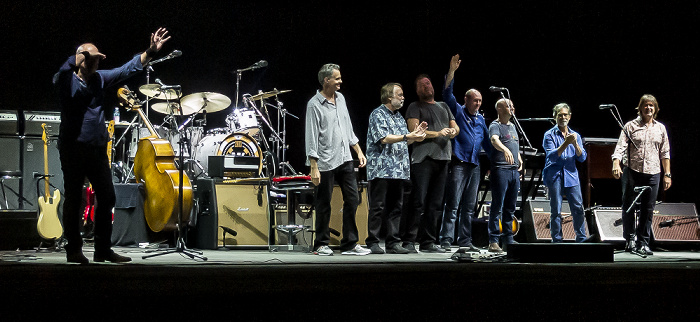 Arena Flegrea: Mark Knopfler Neapel Mark Knopfler, Glenn Worf, Jim Cox, Ian Thomas, Mike McGoldrick, John McCusker, Richard Bennett, Guy Fletcher