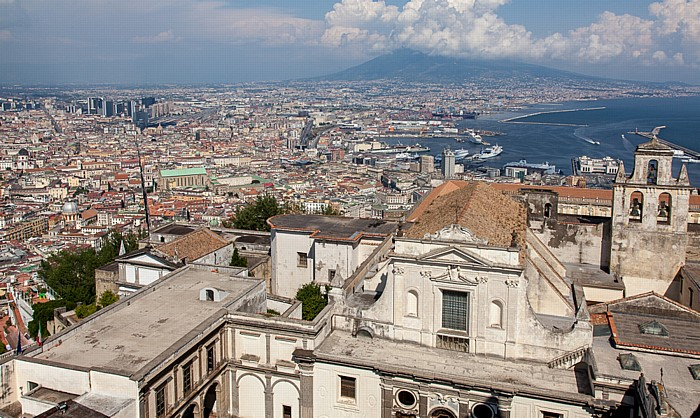 Blick vom Castel Sant' Elmo: Certosa di San Martino, Centro Storico, Hafen (Porto di Napoli), Vesuv, Golf von Neapel Neapel