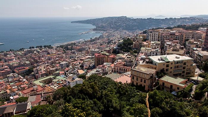 Blick vom Castel Sant' Elmo: Chiaia (links), Posillipo, Golf von Neapel Neapel