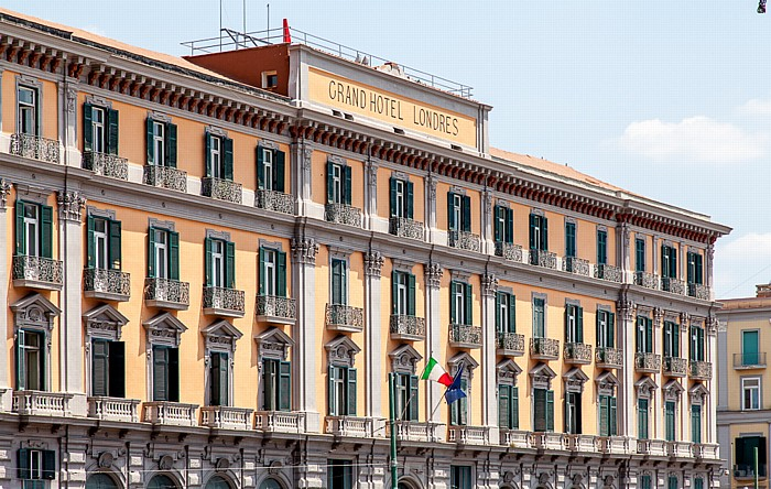 Centro Storico: Piazza del Municipio - Grand Hotel de Londres Neapel