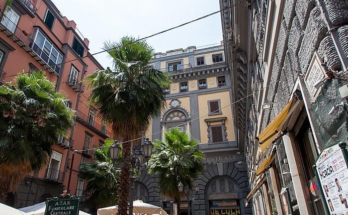 Centro Storico: Quartieri Spagnoli - Funicolare Centrale: Bahnhof Augusteo Neapel