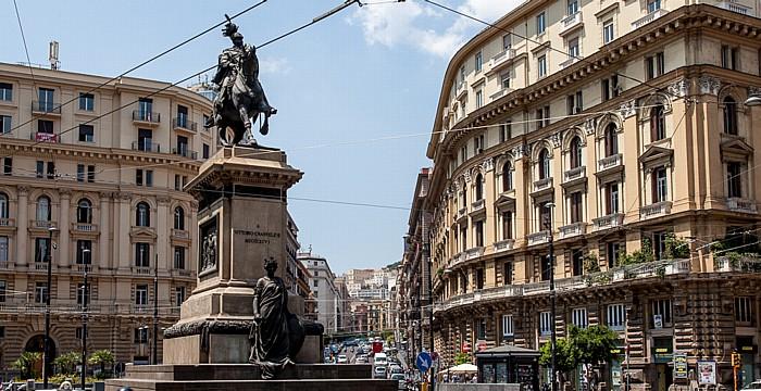 Centro Storico: Piazza Giovanni Bovio - Reiterdenkmal von Vittorio Emanuele II Neapel