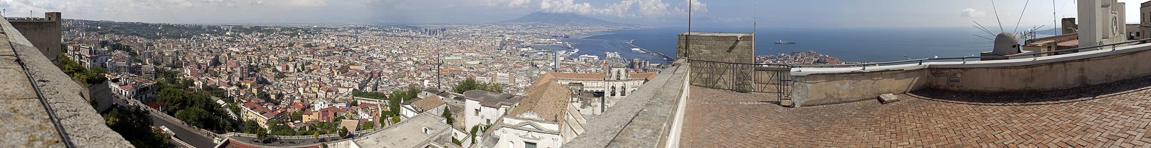 Blick vom Castel Sant' Elmo: Neapel, Vesuv, Golf von Neapel Neapel
