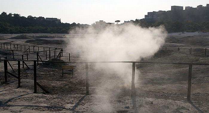 Pozzuoli Phlegräische Felder (Campi Flegrei): Solfatara (Cratere Solfatara) - Fumarole
