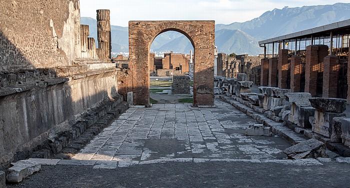 Pompeji Forum: Arco Onorario