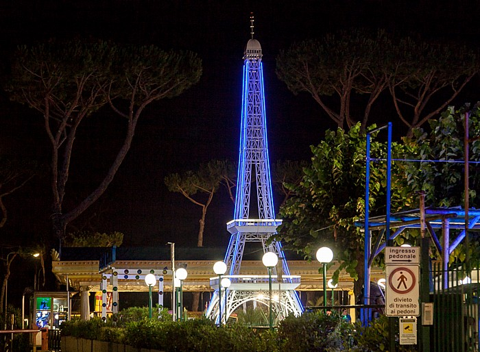 Pompei Vergnügungspark: Modell des Eiffelturms