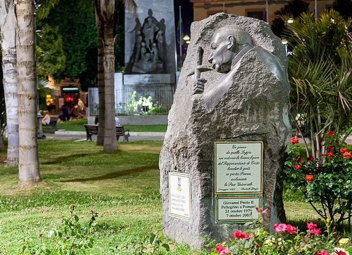 Denkmal zur Erinnerung der Besuche von Papst Johannes Paul II. in Pompei 1979 und 2003