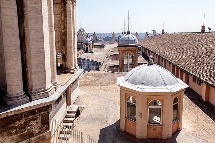 Vatikan Petersdom: Dach des Längshauses