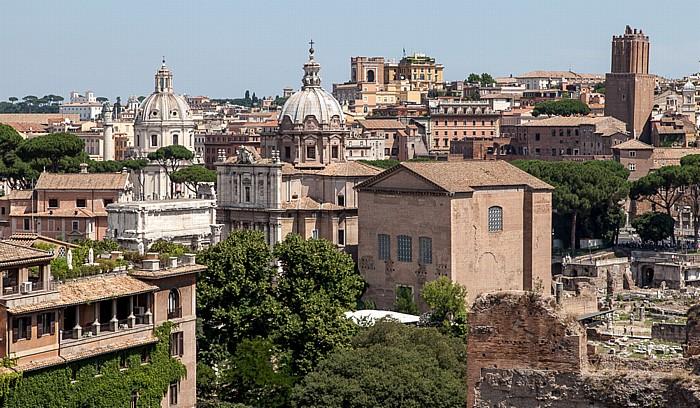 Blick vom Palatin: Forum Romanum mit dem Curia Iulia Santi Luca e Martina Santissimo Nome di Maria al Foro Traiano Torre delle Milizie