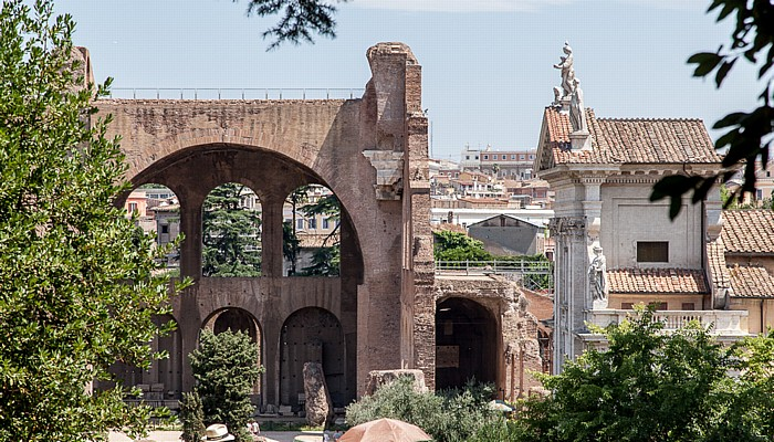Blick vom Palatin: Maxentiusbasilika und Santa Francesca Romana