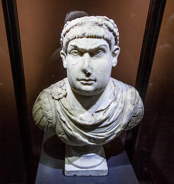 Kolosseum: Büste von Magnentius Rom