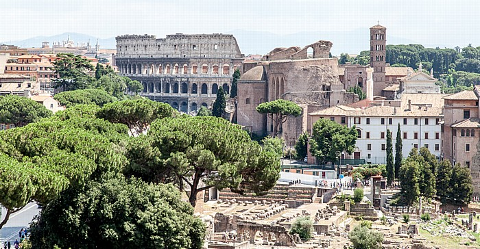 Rom Blick vom Monumento Vittorio Emanuele II Forum Romanum Kolosseum Maxentiusbasilika Santa Francesca Romana