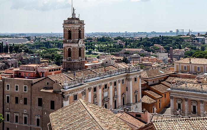 Blick vom Monumento Vittorio Emanuele II: Kapitol mit dem Senatorenpalast Rom