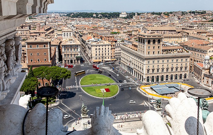 Blick vom Monumento Vittorio Emanuele II: Altstadt - Piazza Venezia Rom