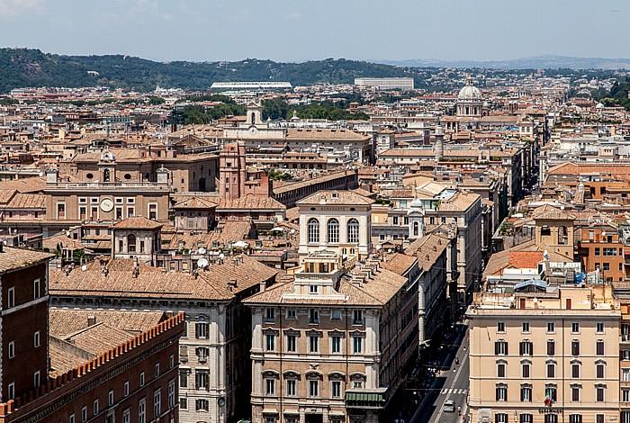 Blick vom Monumento Vittorio Emanuele II: Altstadt - Via del Corso Rom