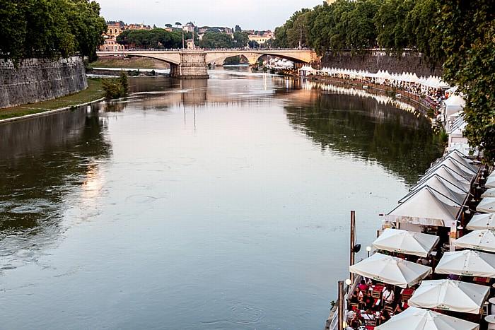 Rom Blick von der Ponte Sisto: Tiber, Ponte Garibaldi Regola Trastevere