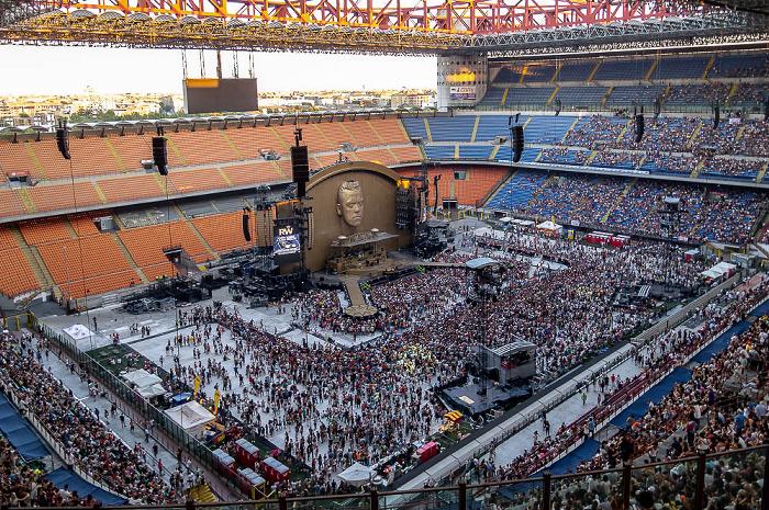 Mailand Giuseppe-Meazza-Stadion (San Siro): Vor dem Robbie Williams-Konzert