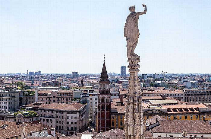 Mailand Blick vom Mailänder Dom (Duomo di Santa Maria Nascente): Chiesa di San Gottardo in Corte al Palazzo Reale