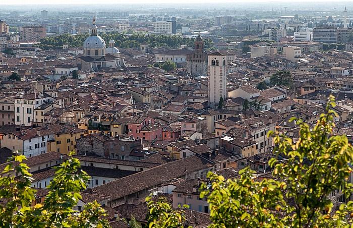 Blick vom Castello di Brescia: Centro Storico Chiesa di San Giovanni Evangelista Chiesa di Santa Maria della Pace Torre della Pallata