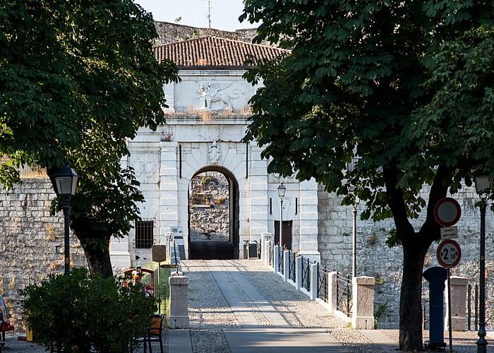 Castello di Brescia: Porta d'ingresso