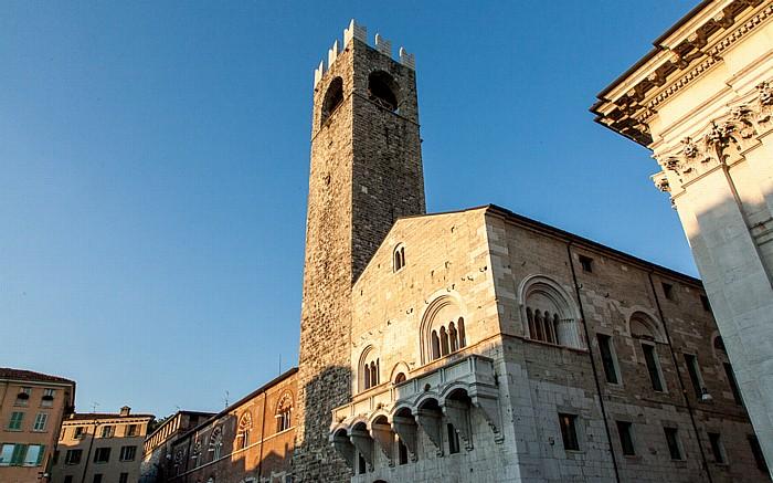 Brescia Centro Storico (Quartiere Antica): Palazzo Broletto mit dem Torre del Pegol (Torre del Popolo)