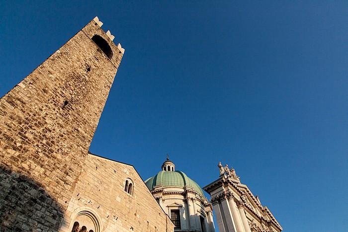 Brescia Centro Storico (Quartiere Antica): Palazzo Broletto mit dem Torre del Pegol (Torre del Popolo) Duomo nuovo