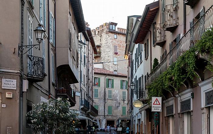 Brescia Centro Storico (Quartiere Antica): Piazza del Duomo (Piazza Paolo VI) / Via Cesare Beccaria Torre di Porta Bruciata