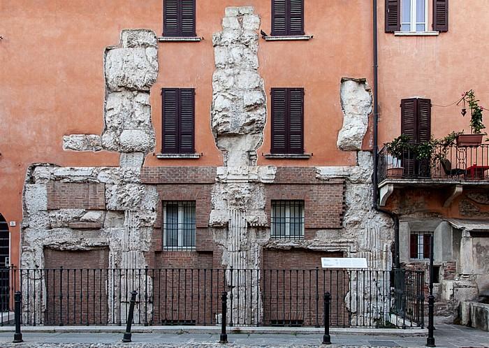 Centro Storico (Quartiere Antica): Piazza del Foro - Basilica romana di Brescia