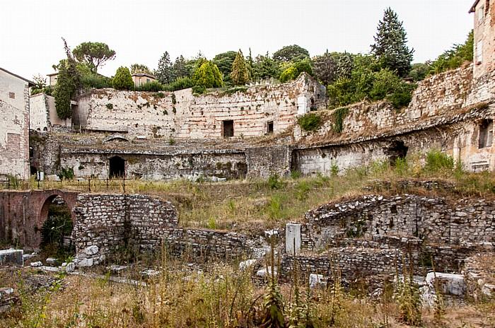 Centro Storico (Quartiere Antica): Piazza del Foro - Teatro romano di Brescia