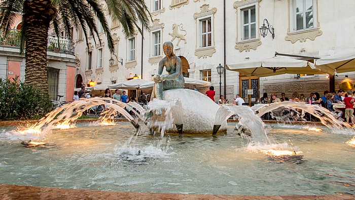 Riva del Garda Piazza Garibaldi Giuseppe: Brunnen