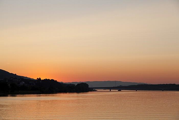 Pöchlarn Kurz vor Sonnenaufgang über der Donau