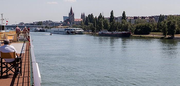 Wien Donau, Handelskai Franz-von-Assisi-Kirche Reichsbrücke