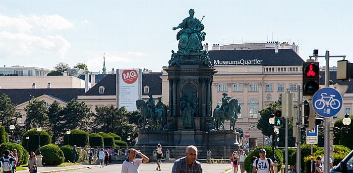 Wien Innere Stadt: Maria-Theresien-Platz mit dem Maria-Theresien-Denkmal MuseumsQuartier