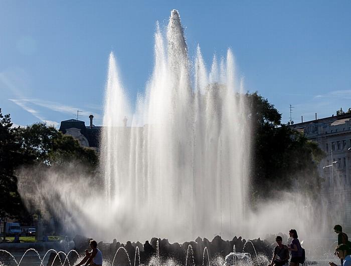 Schwarzenbergplatz: Hochstrahlbrunnen Wien