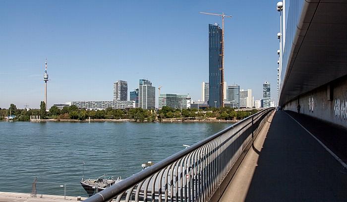Wien Donaustadt (XXII. Bezirk): Reichsbrücke, Donau, Donauinsel, Donaupark mit Donauturm, Donau City mit DC Tower 1