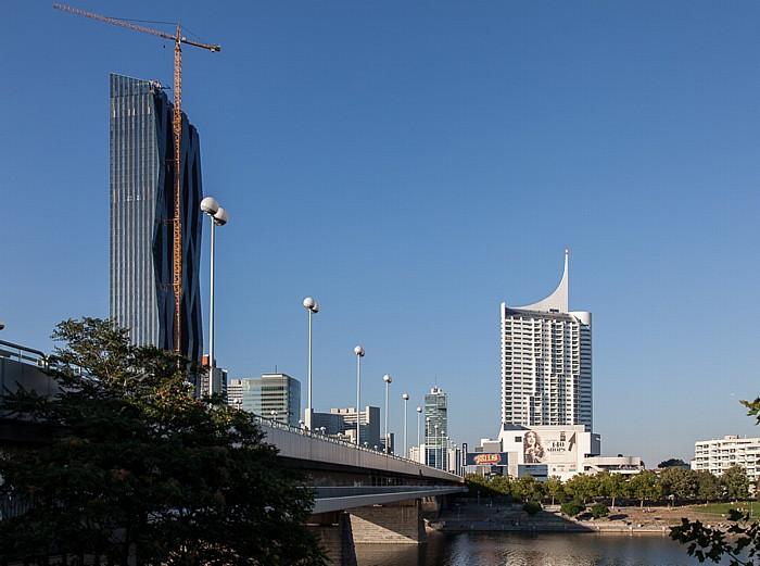 Wien Donaustadt (XXII. Bezirk): Donau, Reichsbrücke, Donau City mit DC Towers und Hochhaus Neue Donau DC Tower 1