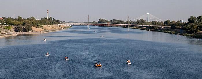 Wien Blick von der Reichsbrücke: Neue Donau Donaustadt Donaustadtbrücke Kaisermühlen Kaisermühlenbrücke