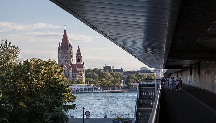 Wien Reichsbrücke, Donau, Franz-von-Assisi-Kirche (Kaiserjubiläumskirche, Mexikokirche)