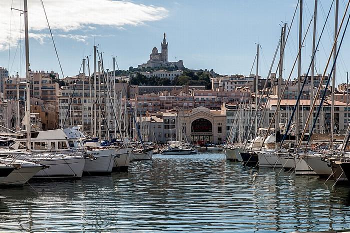 Marseille Alter Hafen (Vieux-Port), La Garde mit der Basilique Notre-Dame-de-la-Garde Théâtre National de la Criée