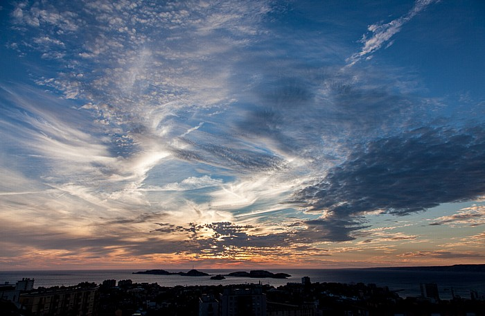 Marseille Blick von La Garde: Golfe du Lion (Mittelmeer) mit den Frioul-Inseln (Archipel du Frioul)