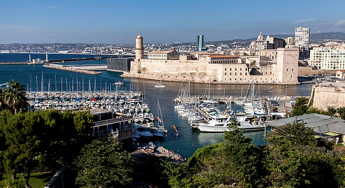 Marseille Blick vom Fort Saint-Nicolas: Avant-port Joliette und Fort Saint-Jean Golfe du Lion Tour CMA CGM