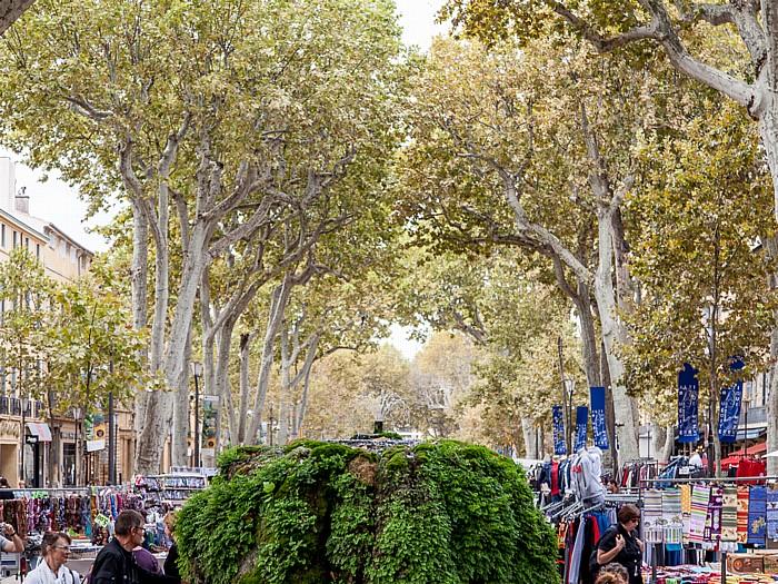 Aix-en-Provence Cours Mirabeau: Fontaine d'eau chaude (Fontaine moussue)