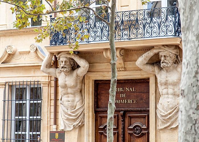 Aix-en-Provence Cours Mirabeau: Hôtel Maurel de Pontevès (links und rechts Atlanten)