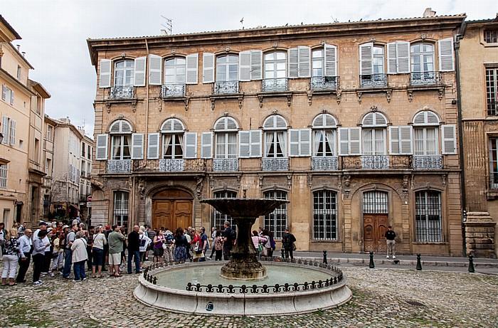 Aix-en-Provence Altstadt: Place d'Albertas - Brunnen