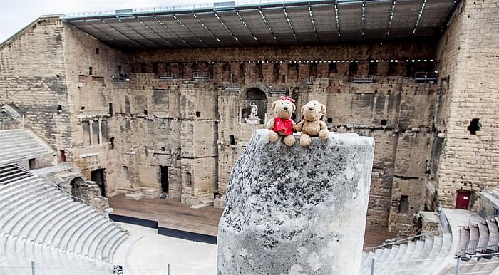 Orange Antikes Theater: Teddine und Teddy