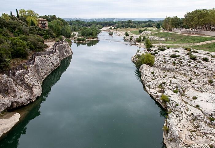Vers-Pont-du-Gard Blick von der Pont du Gard: Gardon
