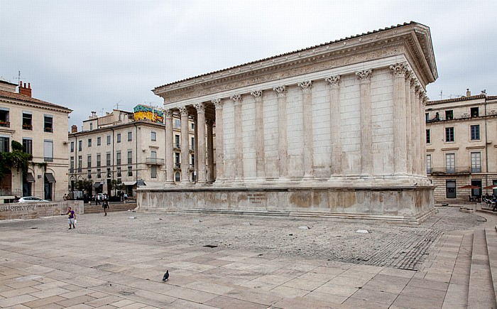 Nîmes Écusson: Place de la Maison Carrée, Maison Carrée (Rechteckiges Haus)